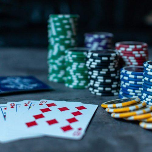 算数学还要打心理战 风靡全球的德州扑克这样玩