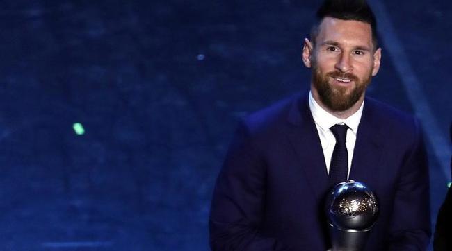 世界足球先生评选取消 梅西C罗来年再战