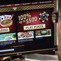 """英国拟新规定禁止赌博广告对18岁以下的年轻人""""强烈吸引力""""。"""