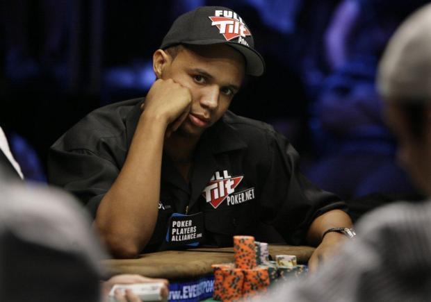 牌桌上的艾维是公认的「扑克脸」